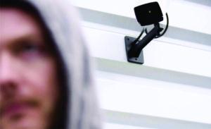 video nadzor kamera na zidu